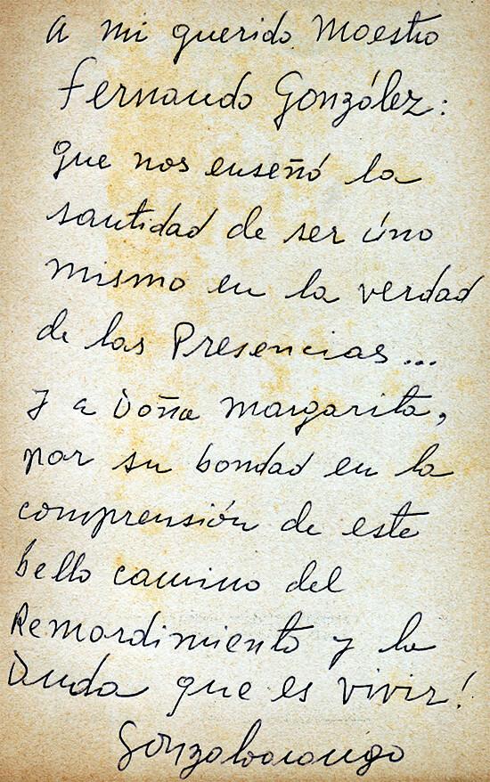 Dedicatoria de Gonzalo Arango a Fernando González, escrita en un ejemplar de nada bajo el cielo-raso y hk-111.