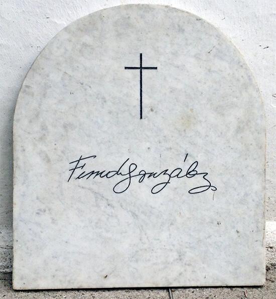 Lápida de Fernando González