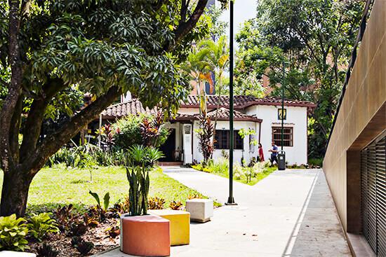 Camino peatonal en el Parque Cultural y Ambiental Otraparte