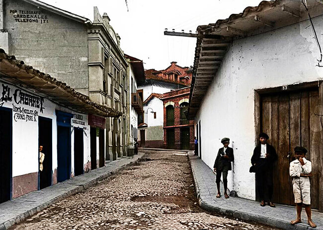 Calle del Codo, Medellín, 1924 - Foto © Melitón Rodríguez