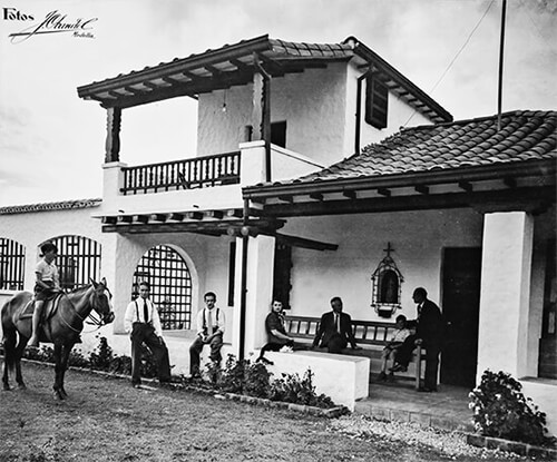 Simón, Álvaro, Ramiro, Margarita y Fernando - Fotografía por Jorge Obando