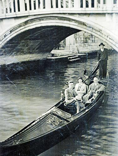 Jorge González, Margarita Restrepo y Fernando González (Venecia, Italia, 1933)