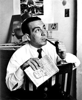 Alberto Upegui Benítez en su estudio de Ciudad de México a principios de los años 50. Fotografía © Guillermo Angulo.