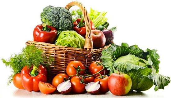 Foto de una canasta de frutas y hortalizas