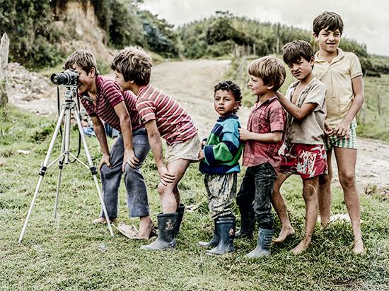 «Niños con cámara» - Foto © Diego Arango Bustamante
