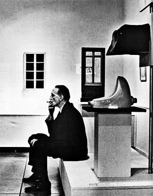 "Marcel Duchamp con ""La fuente"""