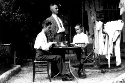 Jorge (hermano), Fernando y Ramiro (hijo) - Marsella, Francia, 1933.