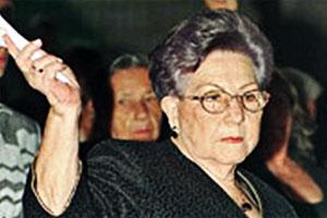 Madre de espaldas con su hijo - Ana Victoria Ochoa