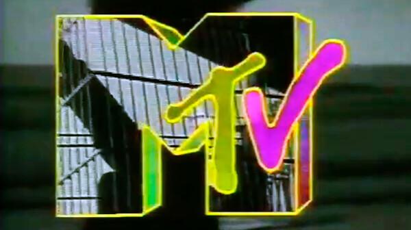 Michael Smith en el programa «Estelares de Boca en Boca» de TV Cámaras, 1992, sección «Colombianos en Nueva York»
