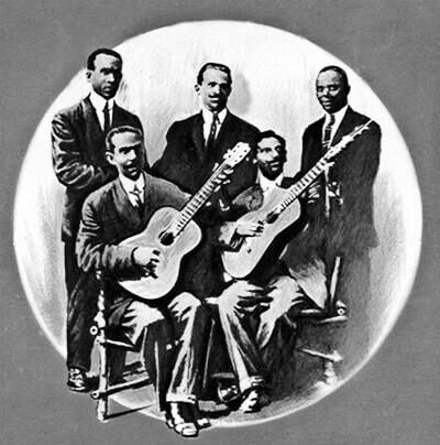 Pepe Sánchez (guitarra, izquierda) y Emiliano Blez (tres) con tres cantantes (de pie).