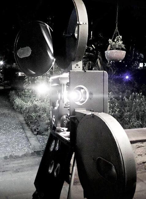 Proyección de cine en 35 mm en la Casa Museo Otraparte.