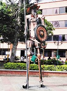 Estatua de don Quijote de la Mancha en el parque principal de El Colegio, Cundinamarca