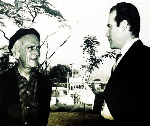 Fernando González y Manuel Mejía Vallejo en Otraparte a principios de la década del sesenta.